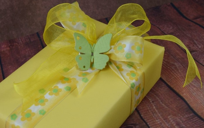 WRAPfinery - Baby Yellow with Butterfly